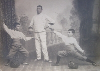 1901, photo of a French fencing master and two pupils